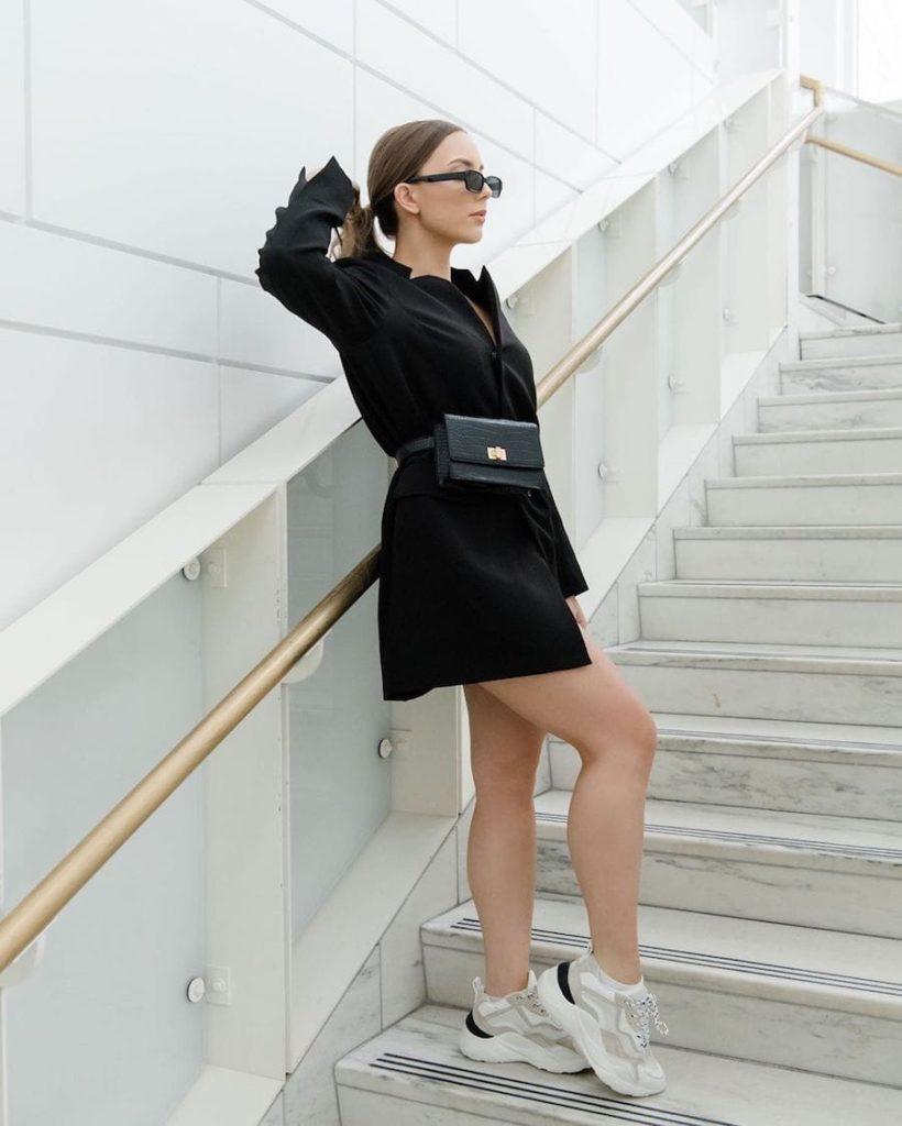 Eminem's Daughter Hailie Mathers Flaunts Her Legs In Blazer Jacket